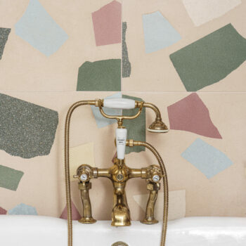 Huguet - Terrazzo tiles with cement chips in this bathroom